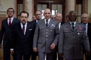 Ralph Feinnes (center) in 'Coriolanus'.