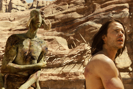 Taylor Kitsch (right) as John Carter, opposite Willem Dafoe as the voice of Tars Tarkas (left).